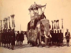 mysoreelephant1903_The state durbar elephant, with attendants of His Highness the Maharaja of Mysore