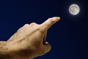 finger-moon1