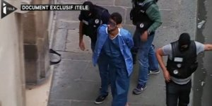le-suspect-est-apparu-menotte-pieds-nus-et-en-tenue_3128164_800x400