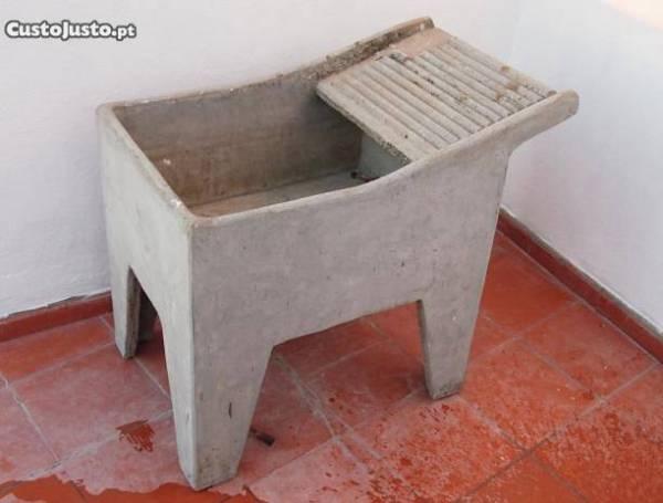 7650106020-tanque-de-lavar-a-roupa-em-cimento.jpg