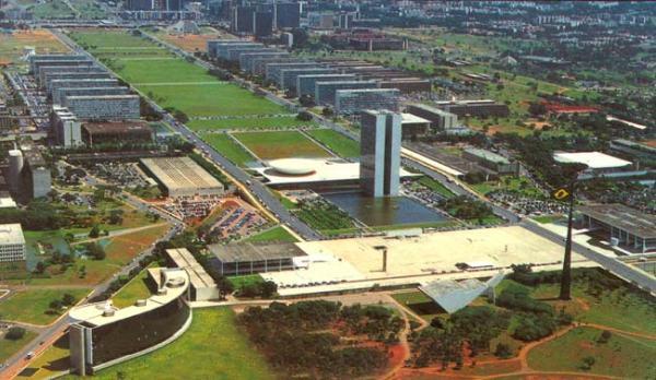 Praça_dos_Três_Poderes_em_Brasília