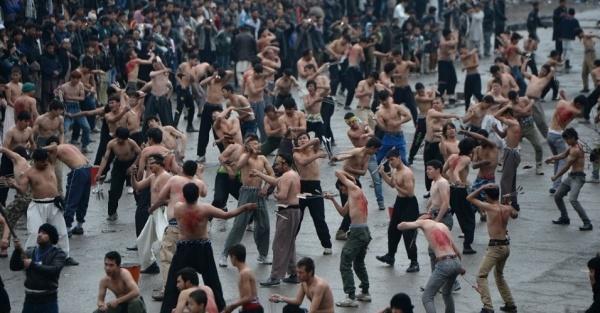 3nov2014---afegaos-usam-correntes-e-facas-para-cumprir-o-ritual-da-autoflagelacao-durante-a-celebracao-da-ashura-em-cabul-a-ashura-e-uma-festa-religiosa-celebrada-pelos-muculmanos-xiitas