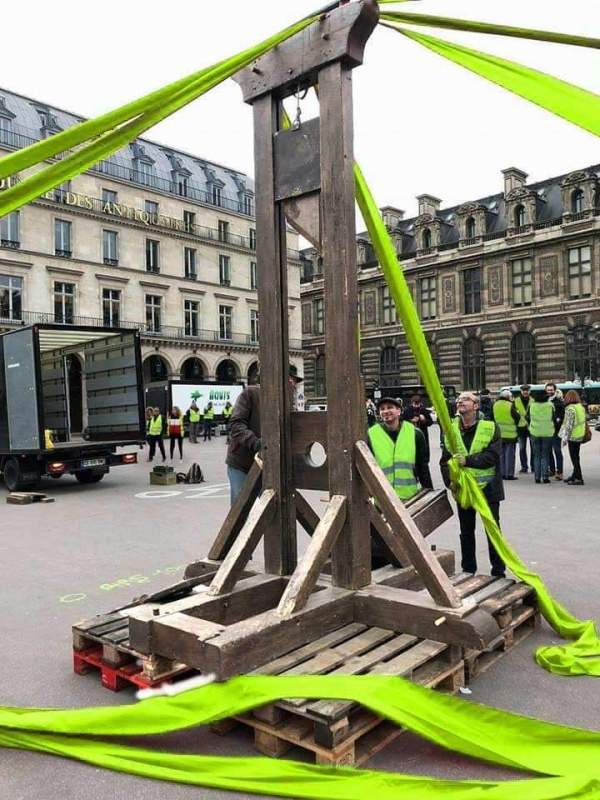 gilets-jaunes-guillotine