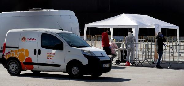 Drivers tested for coronavirus in Porto